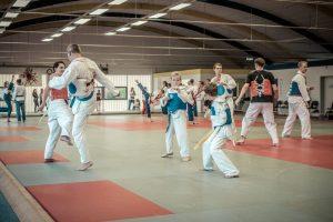 Wettkampftraining vorne - Techniktraining hinten. Foto: Tim Grondstein